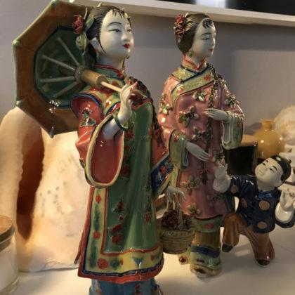 """Фарфоровая статуэтка """"Девушка с зонтом"""""""