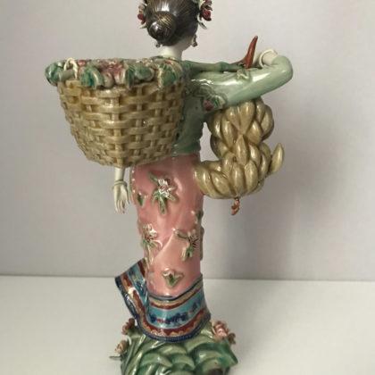 """Фарфоровая статуэтка """"Девушка с фруктовыми корзинами"""""""