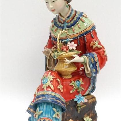 """Фарфоровая статуэтка """"Девушка с цветочной корзиной"""""""