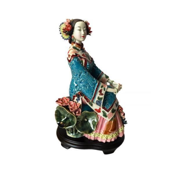 """Фарфоровая статуэтка """"Дама с лотосами"""""""